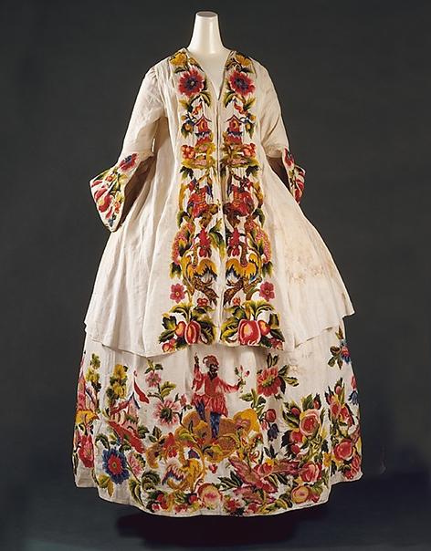 Вышивка на платье старинном